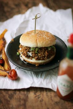 Kheema Pav - Imagine delicious spiced up sloppy joes with buttery rolls. This is what Indian sloppy joe is! Food Trucks, My Burger, Burgers, Burger Party, Pav Recipe, Great Recipes, Favorite Recipes, Sloppy Joes Recipe, Good Food