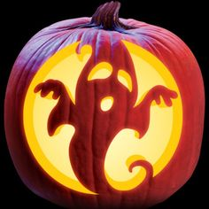 A Scary Ghost - Creative Pumpkin Decorating Ideas - Halloween - halloween crafts Halloween Pumpkin Carving Stencils, Scary Pumpkin Carving, Halloween Pumpkin Designs, Scary Halloween Pumpkins, Pumpkin Carving Patterns, Halloween Tags, Spooky Scary, Vintage Halloween, Carving Pumpkins