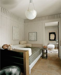 new traditional style in a guest room home office with daybed Home Living, Living Spaces, Living Room, Office With Daybed, Interior Architecture, Interior Design, Design Interiors, Interior Stylist, Bedroom Designs