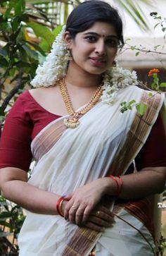 Onam Saree, Kerala Saree, Beauty Full Girl, Beauty Women, Simply Beautiful, Beautiful Roses, Snake Girl, Indian Girls Images, Thing 1