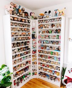Funko Pop Display, Marvel Room, Harry Potter Disney, What To Do When Bored, Funk Pop, Lego Store, Pop Culture Art, Pop Collection, Home Room Design