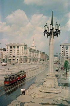 Plac Konstytucji, 1954