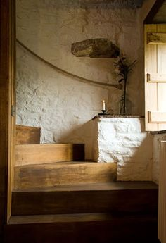 Wooden stairs white painted staircases 47 ideas for 2019 Welsh Cottage, Cottage Style, Wooden Cottage, Rustic Cottage Decorating, Rustic Home Interiors, Cottage Interiors, Cottage Staircase, Rustic Staircase, Painted Staircases