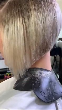 By: @philipwolffhair Fast Hairstyles, Hairstyles Over 50, Hair Color Pictures, Hair Cutting Techniques, Undercut Bob, Hair Puff, Hair Styler, Hair Shades, About Hair