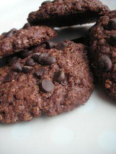 """Encore une envie de cookies, cette fois au chocolat et flocons d'avoine, recette découverte sur le blog """"La main à la pâte"""" petite visite ici . Niveau: facile Pour environ 30 cookies Ingrédients: 115g de beurre mou 115g de sucre roux en poudre 1 oeuf..."""