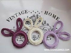 Häkelanleitung Crochet bunnies from curtain rings - Häkeldinge - häkeln - Schmuck Diy Jewelry Rings, Diy Jewelry Unique, Diy Jewelry To Sell, Diy Jewelry Holder, Diy Rings, Diy Jewelry Making, Jewelry Crafts, Easter Crochet, Crochet Bunny