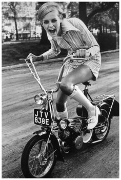 Twiggy Lawson Photo Ronald Trager 1967 ca