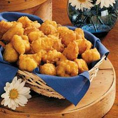 Hush Puppies Recipe -Mom is well known for her wonderful hush puppies. Her hush puppy recipe is easy to prepare and gives tasty results. The chopped onion adds to the great flavor. Fish Recipes, Seafood Recipes, New Recipes, Cooking Recipes, Favorite Recipes, Recipies, Hush Puppies Recipe, Puppies Puppies, Good Food