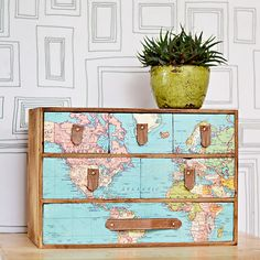 A fantastic IKEA Moppe hack with a vintage world map and leather draw handles. Full step by step DIY. Great gift for those with wanderlust. Diy Furniture Projects, Diy Projects, Plywood Furniture, Furniture Design, Ikea Fans, Draw Handles, Billy Ikea, Ikea Drawers, Map Drawers
