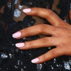 nails of ariana grande Cute Pink Nails, Light Pink Nails, Pretty Nails, Pink Oval Nails, Ariana Grande Nails, Nail Manicure, Nail Polish, Pedicure, Vintage Nails