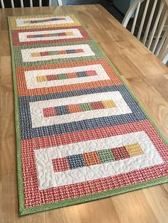 Use these pieced table quilt patterns to add a beautiful finishing touch to your table. Table quilts make great table runners, candle mats, and more.Pieced Table Topper Patterns - This runner is easy enough for a beginner, but fun for anyone who need Patchwork Table Runner, Table Runner And Placemats, Quilted Table Runner Patterns, Quilt Placemats, Quilted Table Runners Christmas, Table Topper Patterns, Quilted Table Toppers, Small Quilt Projects, Quilting Projects