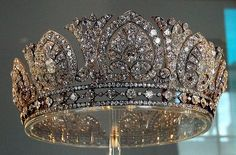 The Devonshire Diamond Tiara - 1893 when AE Skinner & Co made it for Louise, Duchess of Devonshire. Louise passed on the tiara to Evelyn, wife of the Duke of Devonshire, who then gave it to her daughter-in-law, Mary. It was last worn by her daughter Royal Crowns, Royal Tiaras, Crown Royal, Tiaras And Crowns, Antique Jewelry, Vintage Jewelry, Diamond Tiara, Royal Jewelry, Circlet