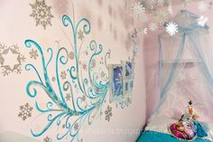 My Secret Vanilla Life: Disney's Frozen Inspired Bedroom- Want to this for the walls in the girls room!! :O)