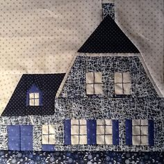 houses from scraps - a bi-lingual website (Dutch and English) showing an… House Quilt Patterns, House Quilt Block, Quilt Block Patterns, Pattern Blocks, Quilt Blocks, Quilting Tutorials, Quilting Projects, Quilting Designs, Paper Piecing