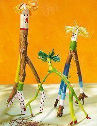 Basteln mit Ästen – kleine Waldgeister Tinkering with wood is good for the skill of children. We show you how to make the friendly forest spirits. Nature Crafts, Decor Crafts, Wood Crafts, Easy Crafts, Diy And Crafts, Crafts For Kids, Arts And Crafts, Craft Kids, Summer Crafts