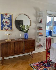 Dream Apartment, Apartment Interior, Home Interior, Interior And Exterior, Interior Design, Rooms Home Decor, Room Decor, Colourful Living Room, Dining Room Hutch