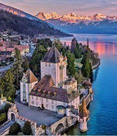 Switzerland Tour, Switzerland Vacation, Creepy Old Houses, Lake Thun, Monuments, Beautiful Castles, Philippines Travel, Beautiful Places To Visit, Amazing Destinations