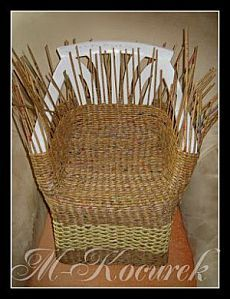 Wicker furniture made of paper, newspapers or vines Recycled Paper Crafts, Cardboard Crafts, Newspaper Basket, Newspaper Crafts, Willow Weaving, Basket Weaving, Wicker Furniture, Diy Furniture, Magazine Crafts