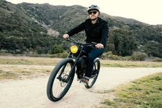 The vintage Scrambler S electric bike is for those who prefer the roads less traveled, than the freeways. Built to explore, the Vintage Electric Bikes Scrambler… Used Cars Online, Honda 125, Motorized Bicycle, Electric Bicycle, Bike Design, Vintage Bicycles, Bike Life, Scrambler, Motorbikes