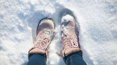Hnevajú vás škaredé mapy od soli na topánkach? Super trik, ako sa ich účinne a jednoducho zbaviť | Casprezeny.sk