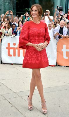 Julia Roberts Hits the Red Carpet, Makes a Shift Dress Evening-Ready (and Those . - Celebrity Style Week: Celebrity Style Fashion and Latest Trends Julia Roberts, Toronto Film Festival, Nude Shoes, Mode Outfits, Lady In Red, Fit And Flare, Nice Dresses, Tight Dresses, Evening Dresses