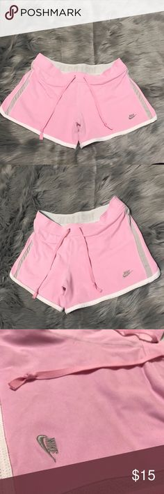 Nike Pink Shorts Size medium  In good condition Nike Shorts Bermudas