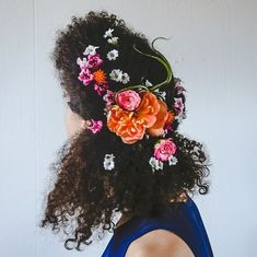 Here's How To Wear Flowers In Your 'Fro This Summer