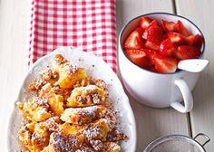 Quarkschmarrn mit Walnüssen und Erdbeeren Eine knackige süße Mahlzeit mit Erdbeeren