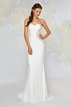 Amaranta di Atelier Emé  la sensualità in un abito da sposa 4dfc3ae4f35