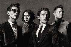Arctic Monkeys neuem Album im September 2013 auf Tour - Die Arctic Monkeys aus Sheffield zählen zu den erfolgreichsten und aufregendsten Indierock-Bands des zurückliegenden Jahrzehnts.Über fünf Millionen Alben weltweit, ausverkaufte Tourneen sowie sieben Top 20-Singles in England verdeutlichen dies eindrucksvoll. Jedes ihrer vier Alben landete auf Anhieb auf der Spitzenposition der UK-Charts. Auch in Deutschland eroberten die letzten drei Werke die Top 10 und selbst in den USA schaffte…
