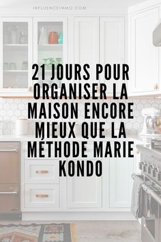 A clean kitchen is essential for a clear kitchen. So, start by organizing your cookbooks and all the other appliances in the kitchen. Keep only the appliances you use every day in the kitchen counter, such as the coffee machine, blender, etc. Konmari, Home Design, Modern Design, Home Organisation, Organization, Flylady, Space Interiors, Home Management, Good House
