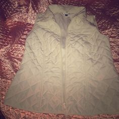 WINTER VEST Kim Rogers vest! Gently worn And in great shape! Love this vest because it goes with anything! Lightweight and true to size. Fits size xsmall or small. Make offers and bundle for discounts. Kim Rogers Jackets & Coats Vests