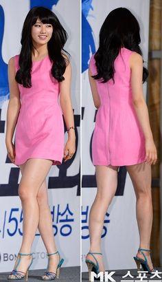 Suzy at BIG press conference Korean Beauty, Asian Beauty, Walking Poses, Skinny Asian, Miss A Suzy, Girls In Mini Skirts, Bae Suzy, Asia Girl, Beautiful Asian Women