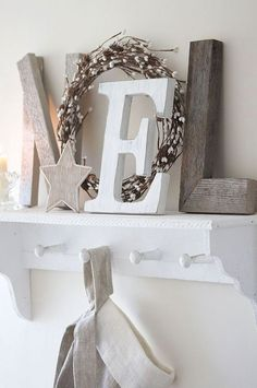 Noel :: Pretty and simple Christmas display Decoration Christmas, Christmas Mantels, Noel Christmas, Rustic Christmas, Xmas Decorations, Simple Christmas, All Things Christmas, Winter Christmas, Christmas Crafts