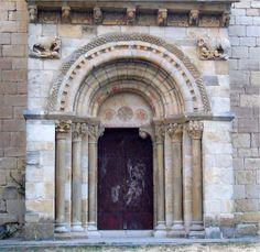 Iglesia de San Martín. Situada en la pequeña localidad de Artáiz, enclavada en el valle de Unciti, está considerada uno de los más bellos ejemplos del románico rural en Navarra.