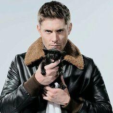 Jensen Ackles et le petit chat noir magnifique trop mignon et adorable