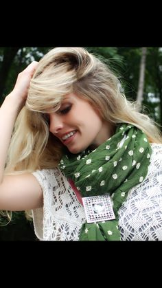Sinchi with a beautiful green scarf from @mayilscarves - and Noel @noely1224 looking beautiful as ever!