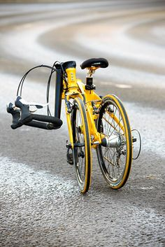 If you mix a small-wheeled folding bike with an entry-level road bike, either through a miracle of genetics or a lucky mashing together Folding Exercise Bike, Folding Bicycle, Entry Level Road Bike, Bike News, Bike Reviews, Brompton, Mini Bike, Custom Bikes, Cool Bikes