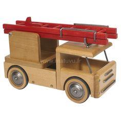 Moulin Roty  Camion pompier en bois  79,00€  http://www.matuvu.fr/marques/moulin-roty-c10/60/moulin-roty-les-jouets-d-hier-le-camion-de-pompier-p1967/#