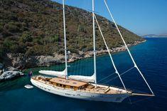 40m Archipelago modern classic sailing yacht ZanZiba at anchor ...