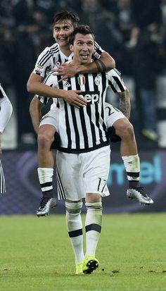 paulo dybala e mandzukic Messi Vs Ronaldo, Cristiano Ronaldo 7, Juventus Soccer, Juventus Fc, Italian Soccer Team, Cr7 Junior, Soccer World, Dream Team, Football Players