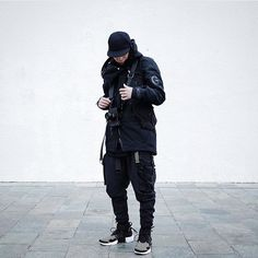 "1,906 Me gusta, 3 comentarios - ΛCRHIVEⓇ OF ΛCROИYMⓇ FITS (@acrhive) en Instagram: ""SMIR.K Look by @smir.k  #acrhive #acrhv #archived #acrhiver #acrnm #acronym #acronymjutsu…"" Nike Acg, Skate Wear, Monochrome Fashion, Dark Fashion, Women's Fashion, High Fashion, Fashion Outfits, Fashion Clothes, Urban Fashion Women"
