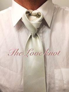 by Boris Mocka Cool Tie Knots, Cool Ties, Tie Knot Styles, Fancy Tie, Tie A Necktie, Scarf Knots, Ways To Wear A Scarf, Mens Boots Fashion, Mens Silk Ties