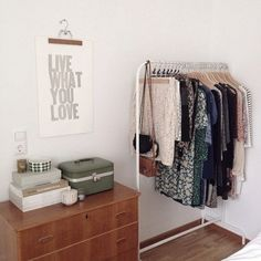 Let's face it…dorm rooms tend to be small and often times cramped, so you want to use that space wisely, and keep it as clutter-free as possible. These dorm room storage ideas will help! Here you will find storage solutions… Continue Reading → Home Bedroom, Bedroom Decor, Bedrooms, Organizar Closet, Casa Loft, Dorm Room Organization, Storage Room, Deco Design, Home And Deco