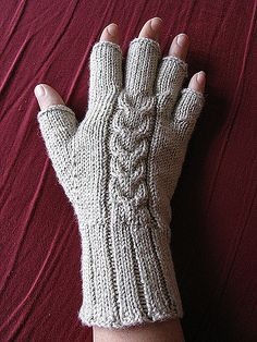 Sport or DK weight yarn. Ravelry: Tulip Cable Gloves pattern by Danie. Double Knitting, Loom Knitting, Knitting Patterns, Crochet Patterns, Fingerless Gloves Knitted, Knit Mittens, Knitted Hats, Crochet Gloves Pattern, Quick Knits