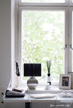Working space, home office:  http://divaaniblogit.fi/charandthecity/2014/05/25/blogivapaalla/