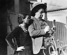 Diego Rivera (December 8, 1886 – November 24, 1957) writes & Frida Kahlo reads