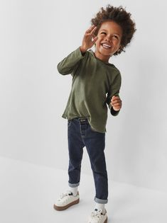 Jeans for baby boys in comfortable fits with stylish rips, washes and details at ZARA online. Jeans Fit, Little Boy Fashion, Kids Fashion, Cute Black Baby Boys, Jeans Regular, Zara Australia, Baby Jeans, Stylish Boys, Kids Pants