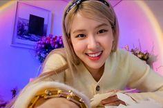 Aesthetic Images, Aesthetic Photo, South Korean Girls, Korean Girl Groups, Red Velvet, Foto Rose, Hippie Wallpaper, Rose Queen, Rose Icon