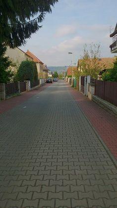 Esta calle se llama Spotřebitelská. Mi amiga viva en Spotřebitelská.